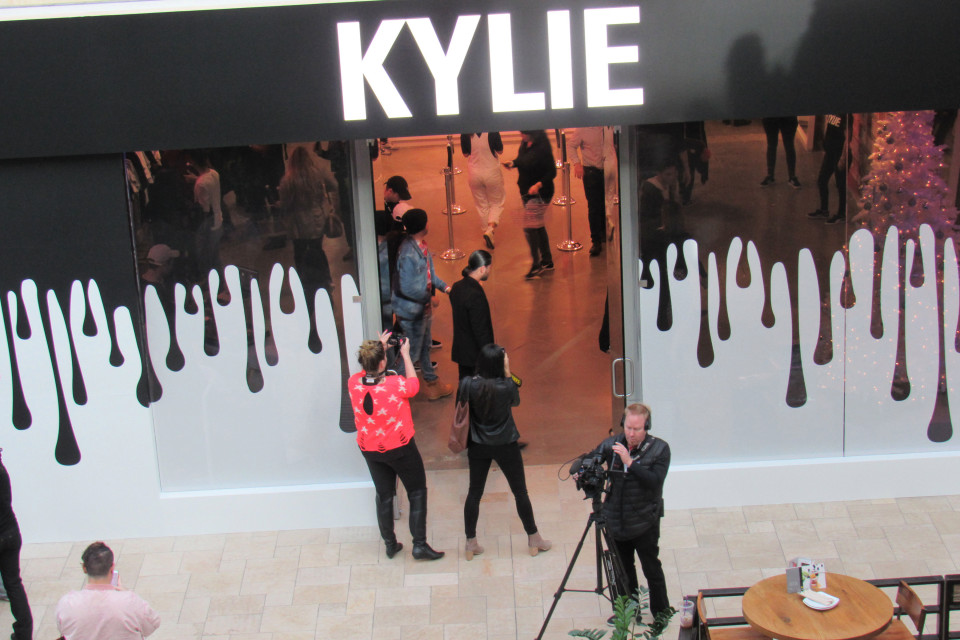kylie jenner pop up store guerrilla marketing